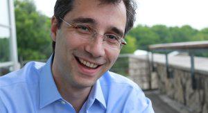 Dr. David Gratzer